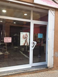 Puerta exterior negocio aluminio Sabadell
