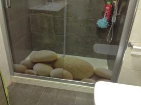 mampara ducha con adornos